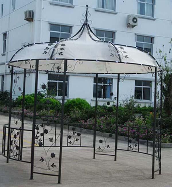 romantisches-pavillion-mit-pflanzen-muster