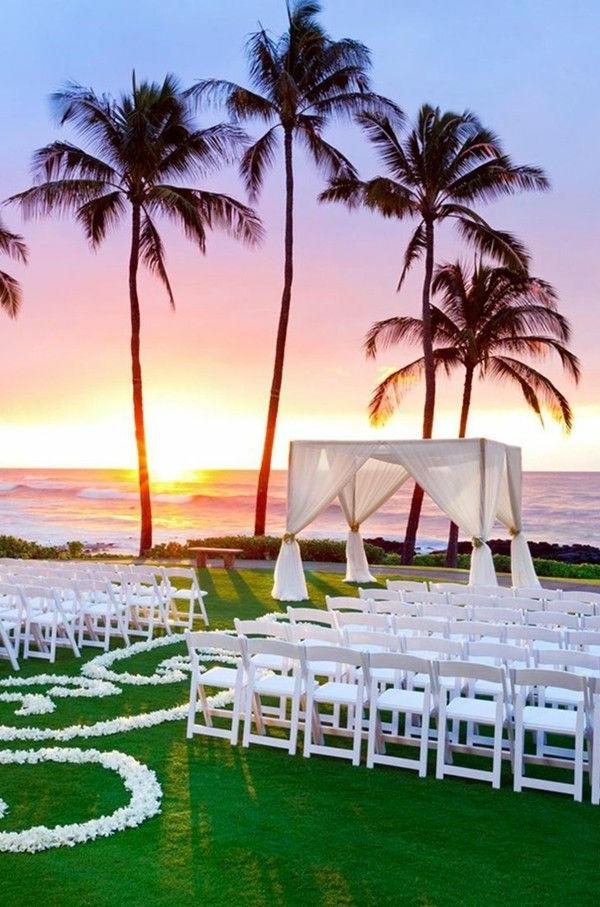 romantische-hochzeit-weiße-stühle-hochzeit am strand