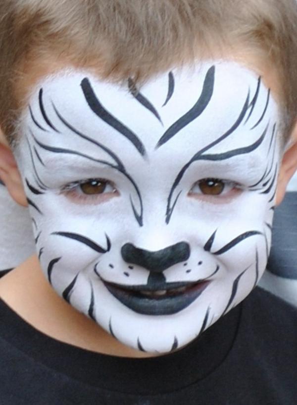 süßer-junge-mit-einem-weißen-tiger-schminken