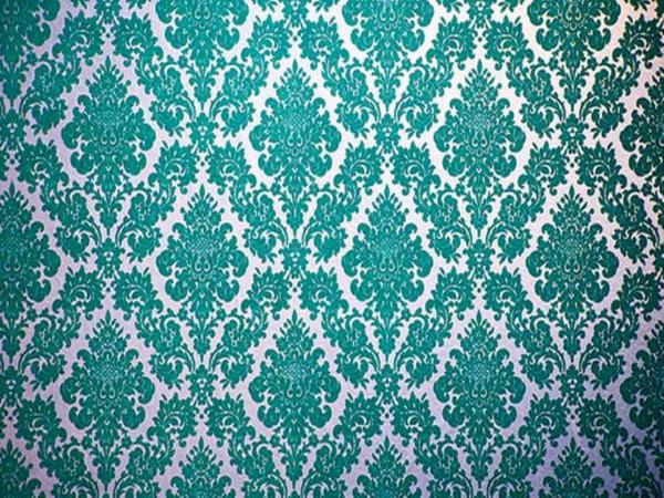 samt-tapete-und-samt-möbel-blaue-farbschemen-und-ornamente