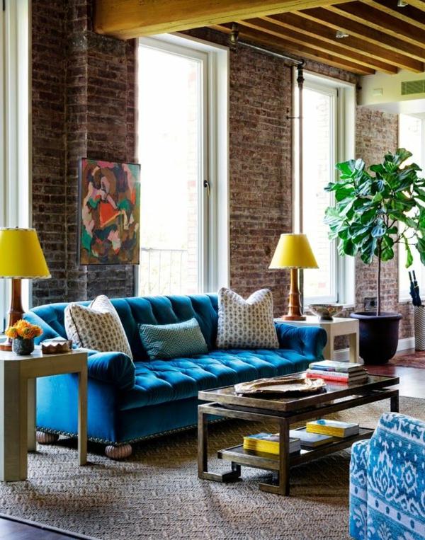 Samt tapete und samt möbel blaues schönes sofa