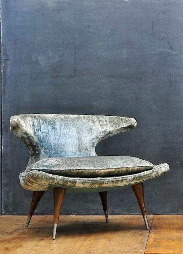 samt-tapete-und-samt-möbel-extravaganter-stuhl
