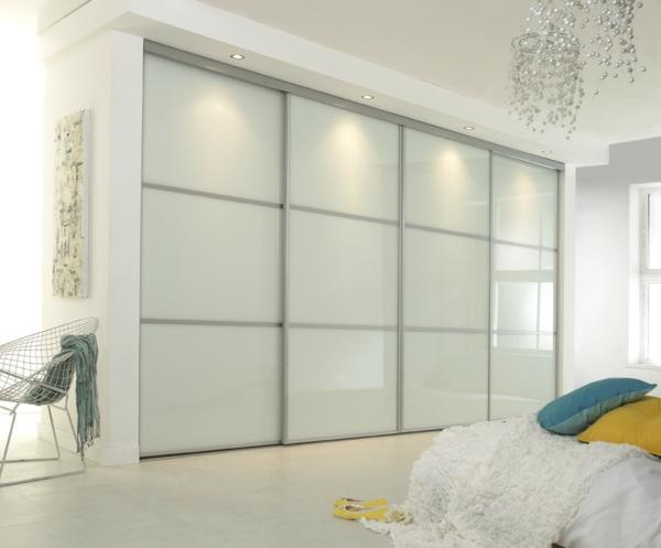 kleiderschrank mit schiebet ren 100 modelle. Black Bedroom Furniture Sets. Home Design Ideas