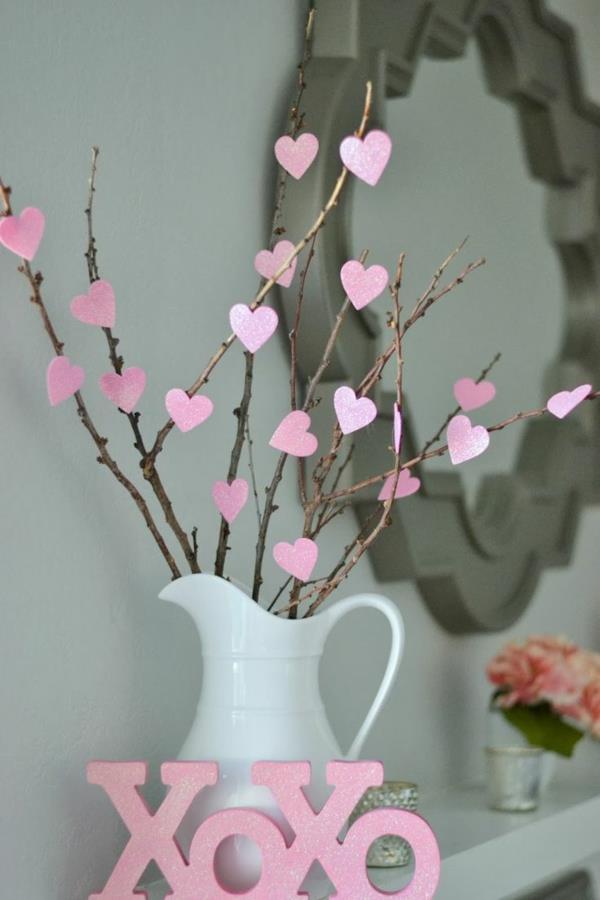 schöne-deko-für-valentinstag-mit-kleinen-herzen