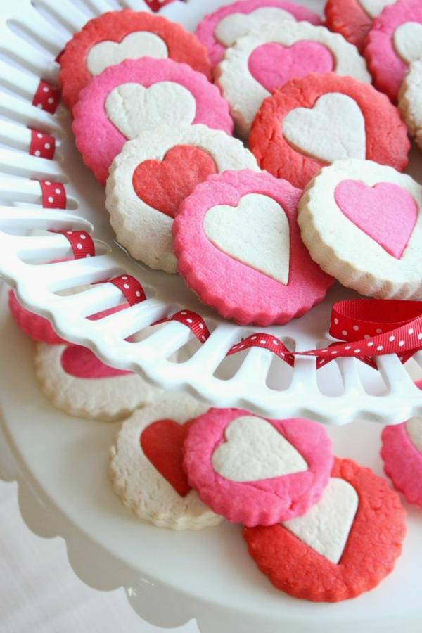 schöne-ideen-valentinstag- -deko-herzen-ideen-süßigkeiten-in-rosa