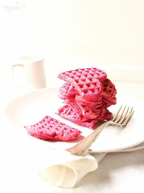 schöne-ideen-valentinstag- -deko-herzen-ideen-waffle-in-rot