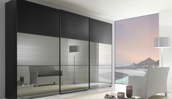 schöner-Kleiderschrank-Schiebetüren-Spiegel-modernes-Interior-Design-Wohnideen