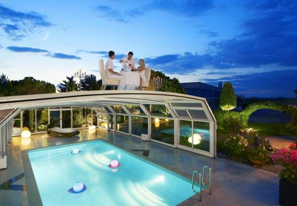 schönes-Pool-mit-einer-tollen-Überdachung-Schwimmbadüberdachung-