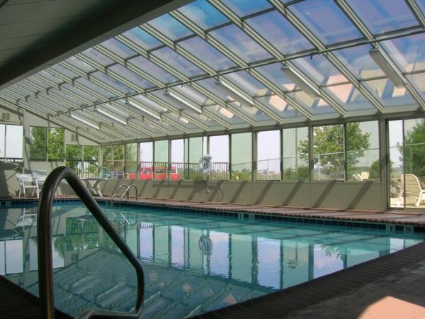 -schönes-Pool-mit-einer-tollen-Überdachung-Schwimmbadüberdachung-