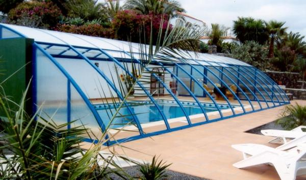 --schönes-Pool-mit-einer-tollen-Überdachung-Schwimmbadüberdachung