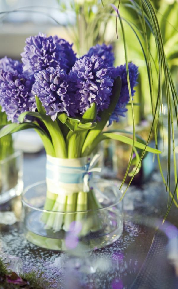 schnittblumen-als-blütenschmuck-in-vase