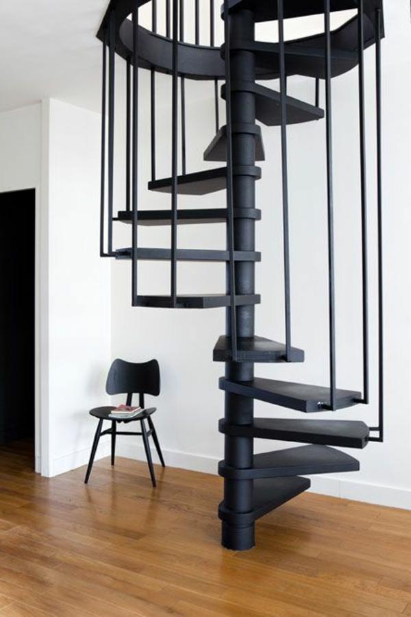 schwarze-Spiraltreppe-mit-sehr-schönem-Design