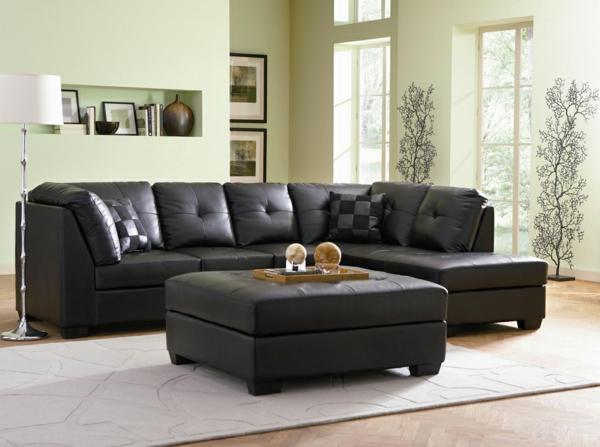 schwarze--ledercouch-mit-einem-modernen-design