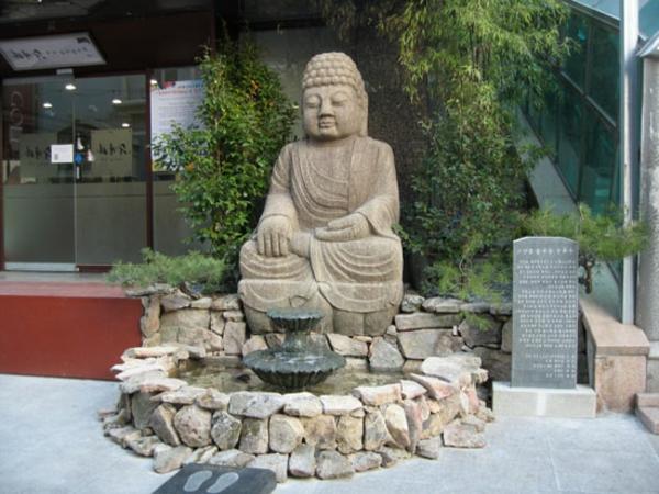 sehr-großer-Buddha-Brunnen