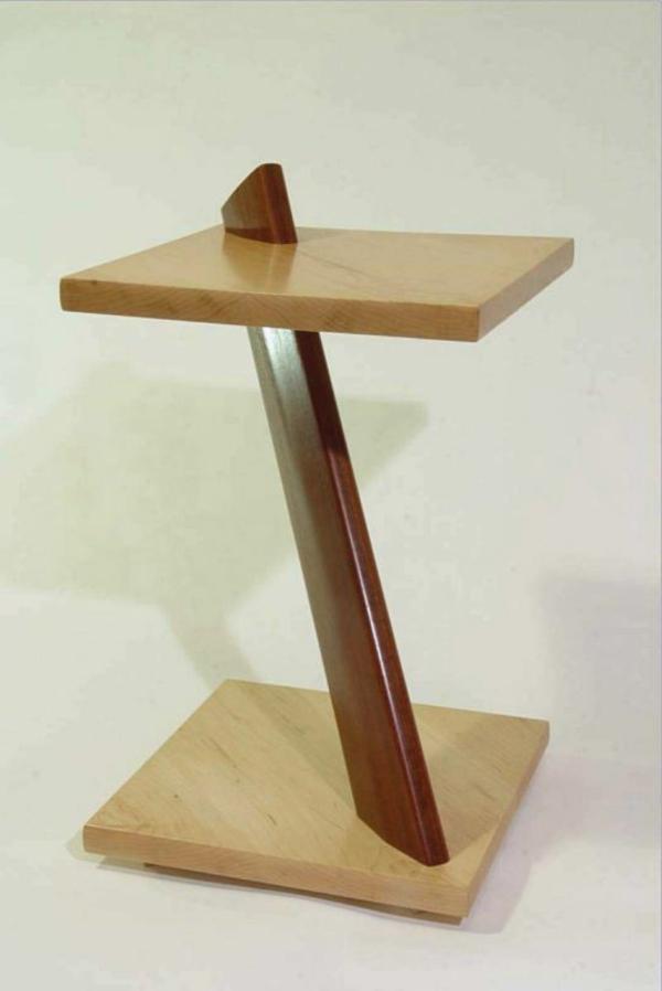 sehr-interessantes-modell-kleiner-tisch