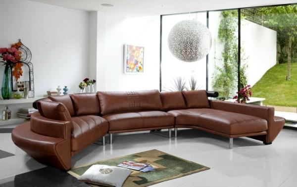 sehr-komfortables-sofa-aus-leder-für-das-wohnzimmer
