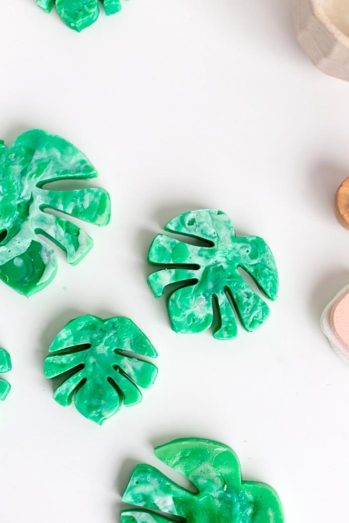 seife selber machen, grüne seifen in der form von blättern, einfache anleitung, schritt für schritt