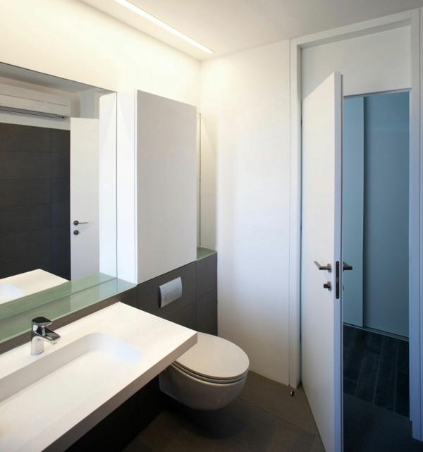 badezimmer-design-ideen-weiße-türen