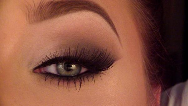modernes aussehen - smokey eyes schminken