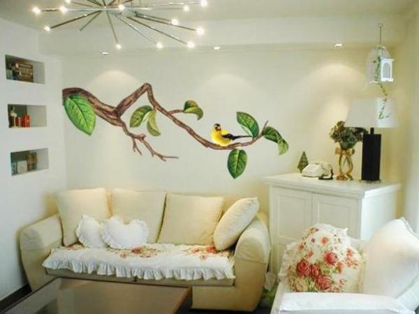 wohnzimmer mit einer originellen wandgestaltung