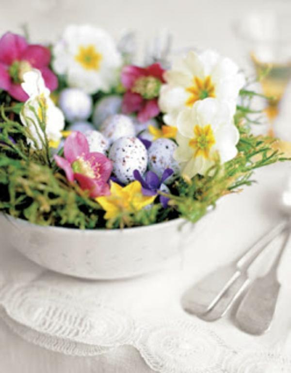 blumen-schale-mit-oster-eier-farben-mix