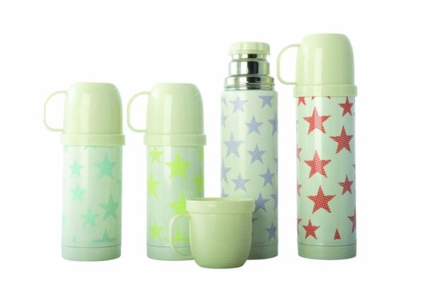 thermosflaschen-in-grün-mit-sternen