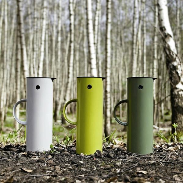 thermosflaschen-in-grün-und-weiß
