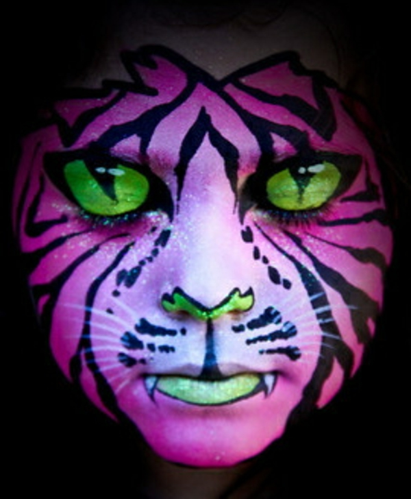 tiger-schminken-lila-akzente