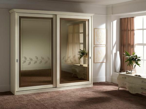 traditioneller-Kleiderschrank-Schiebetüren-Spiegel-modernes-Interior-Design-Wohnideen