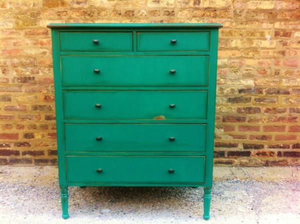 traditionelles-Look-Vintage-Möbel-in-grüner-Farbe