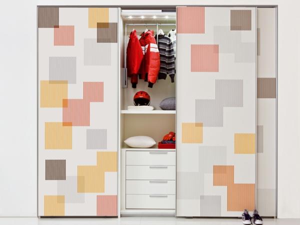 unikaler--Kleiderschrank-Schiebetüren-Spiegel-modernes-Interior-Design-Wohnideen