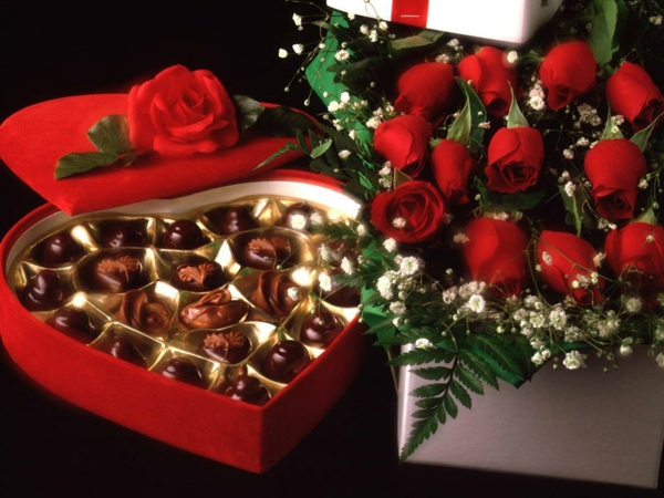 valentinstag-schokolade-herzen-rosen