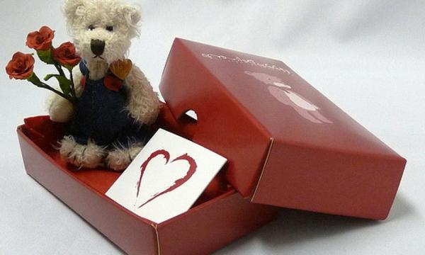 box-rot-valentinstag-teddy-herz-geschenk
