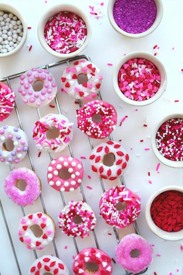 valentinstag-ideen-leckere-süßigkeiten-in-rosa
