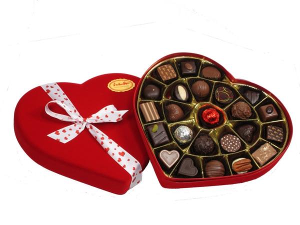 herz-box-valentinstag-rot-schokoladig