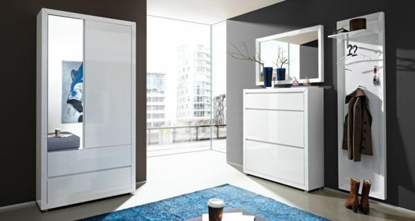 weißes-Möbelset-modernes-Interior-im-Flur
