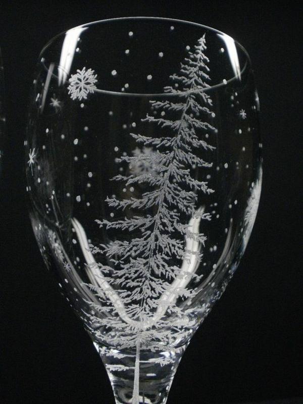 weingläser-mit-gravur-schwarzer-hintergrund