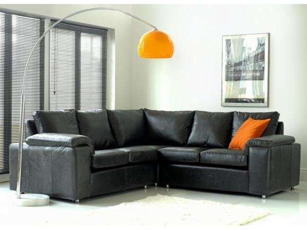 wohnzimmer-einrichtung-mit-einem-super-bequemen-sofa-aus-leder-