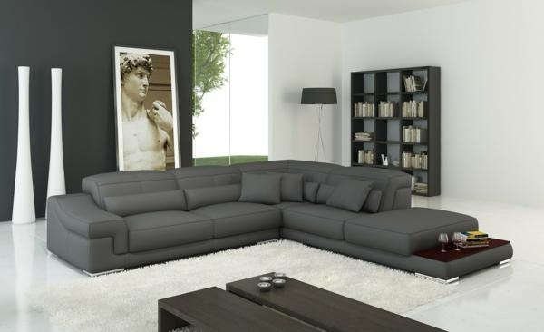 wohnzimmer-einrichtung-mit-einem-super-bequemen-sofa--in-grau