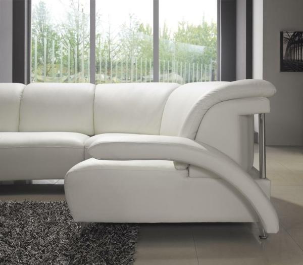 wunderbares-weißes-ledersofa-mit-einem-modernen-design