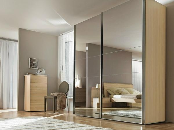 wunderschöner-Kleiderschrank-Schiebetüren-Spiegel-modernes-Interior-Design-Wohnideen