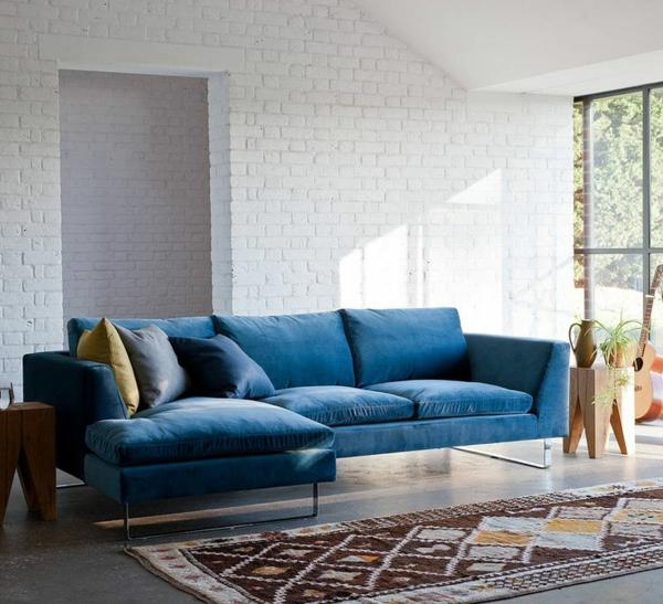 wunderschönes-komfortables-blaues-sofa-idee-fürs-wohnzimmer