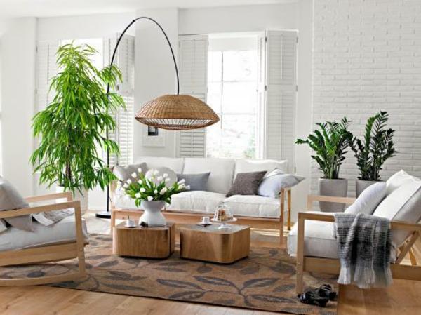 braun-weißer-wohnbereich-mit-akzente-von-grün-und-grau