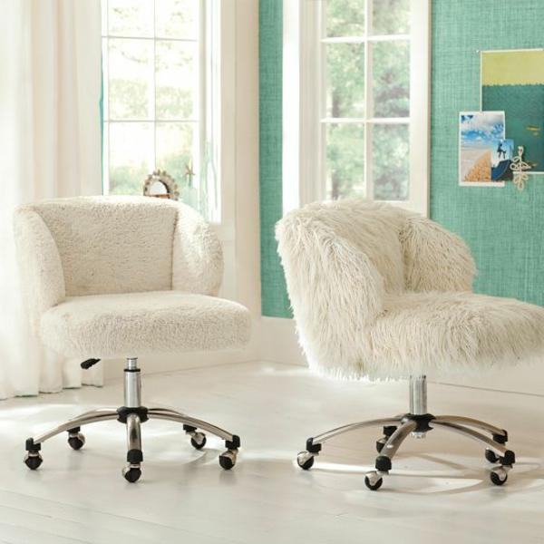 zwei-super-komfortable-weiße-Schrteibtischstühle
