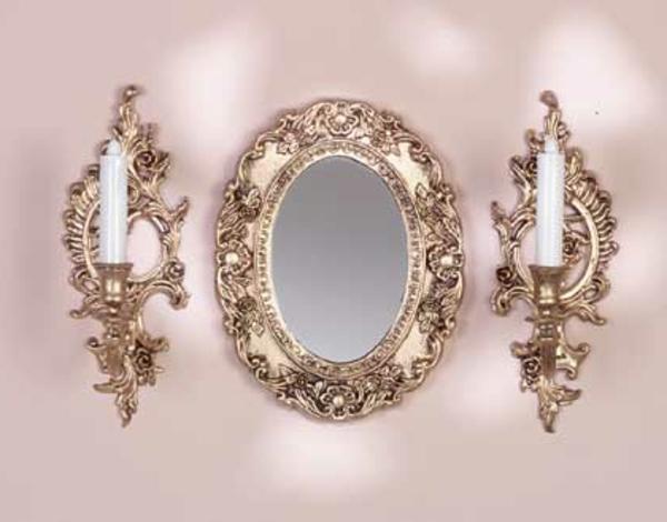 barockspiegel - ovale form und zwei kerzen auf den beiden seiten