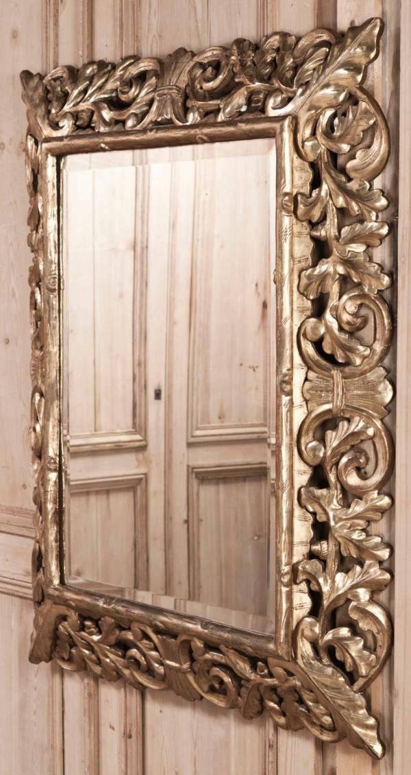 barockspiegel - eckige form und schöne ornamente