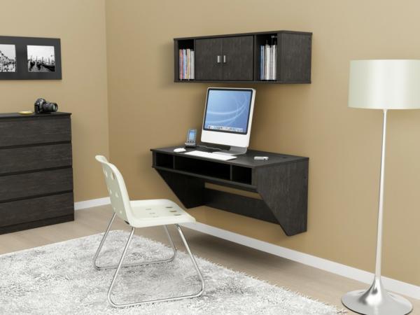 designerschreibtisch - weißer stuhl und weiße lampe daneben