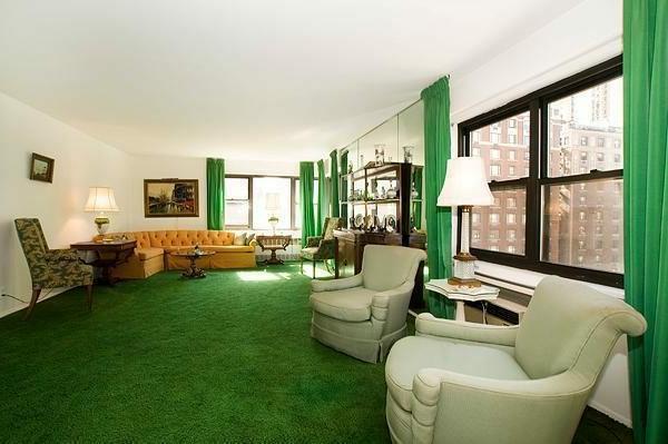 bunte Teppiche - großes wohnzimmer mit grünen gardinen