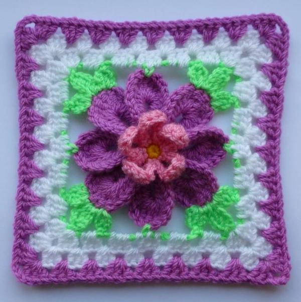 Blumen häkeln - foto von oben genommen