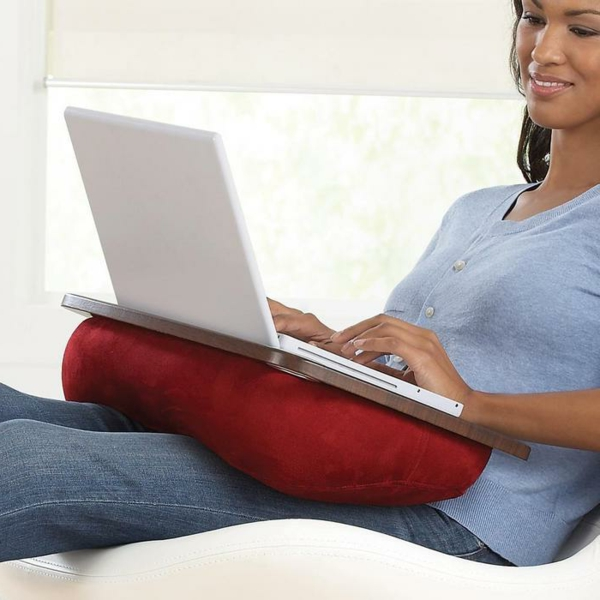 laptop kissen ist eine ganz kluge idee. Black Bedroom Furniture Sets. Home Design Ideas